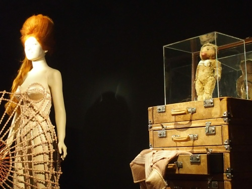 The Fashion World of Jean Paul Gaultier:From the Sidewalk to the Catwalk: